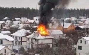 У селі Чайки горить будинок