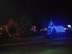 У міському парку Ржищева вандали потрощили новорічні прикраси та зламали ялинку