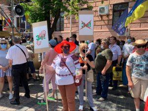 Активісти з Київщини вийшли під Печерський суд підтримати Порошенка